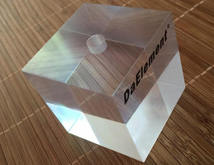 XH185 絲印logo透明亞加力膠正方塊