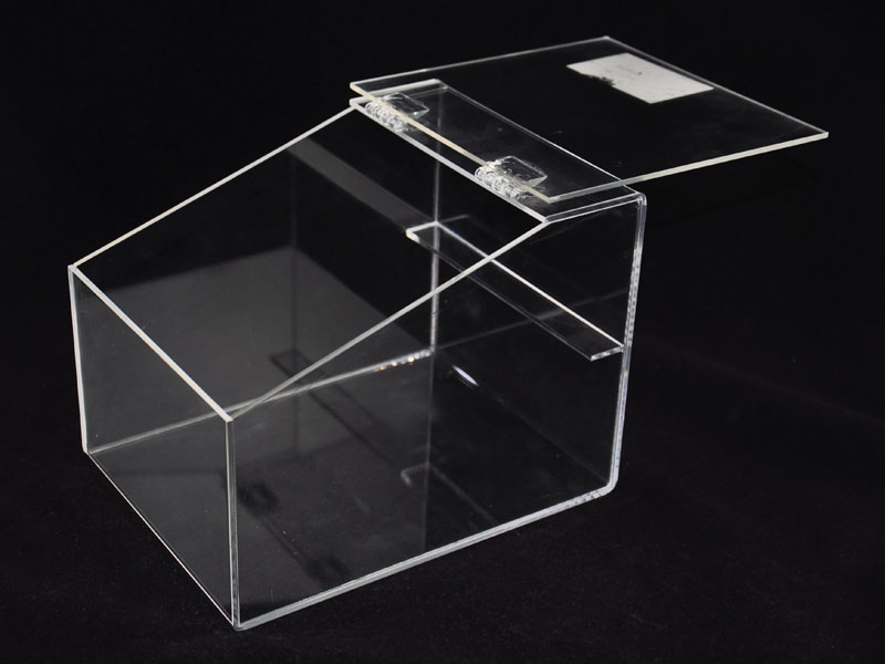 亞加力膠盒-擺放食品,會不會有毒,能吃嗎?為您解惑